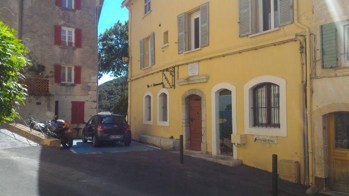 https://forum.revestou.fr/uploads/images/2016/07/14/place-de-la-vieille-mairie.jpg