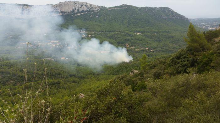 https://forum.revestou.fr/uploads/images/2018/09/12/incendie-argeries-12septembre2018.jpg